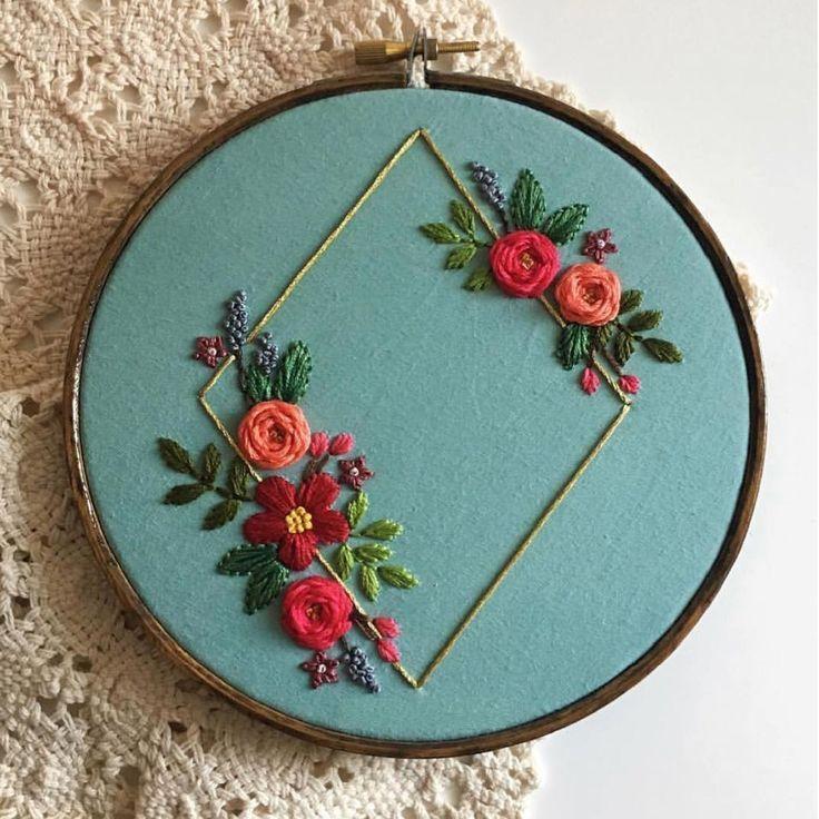 Charmant décor de fleurs à la main broderie cerceau maman broderie # charme #décor …   – Sewing ideas