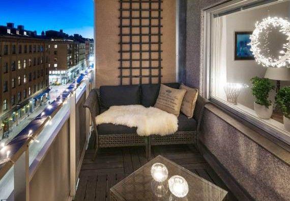 Der-Balkon-einrichten-mit-sofa-als-unser-kleines-Wohnzimmer-im - sofa kleines wohnzimmer