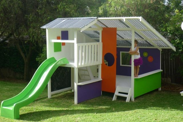 Cubby House - mostly just painted ply Kids Projects Pinterest - casitas de jardin para nios