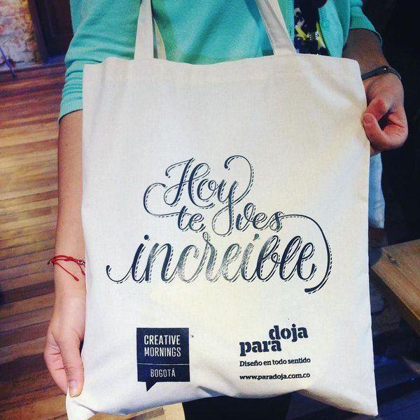 #nomasbolsasplásticas #buenregalo #navidad #CreativeMornings Estas son nuestras increíbles bolsas de #CMBog que las puedes comprar. @saraboteror Se ve más provocativo...no? Acepta el reto de rechazar las bolsas plásticas #30DíasSinPlástico