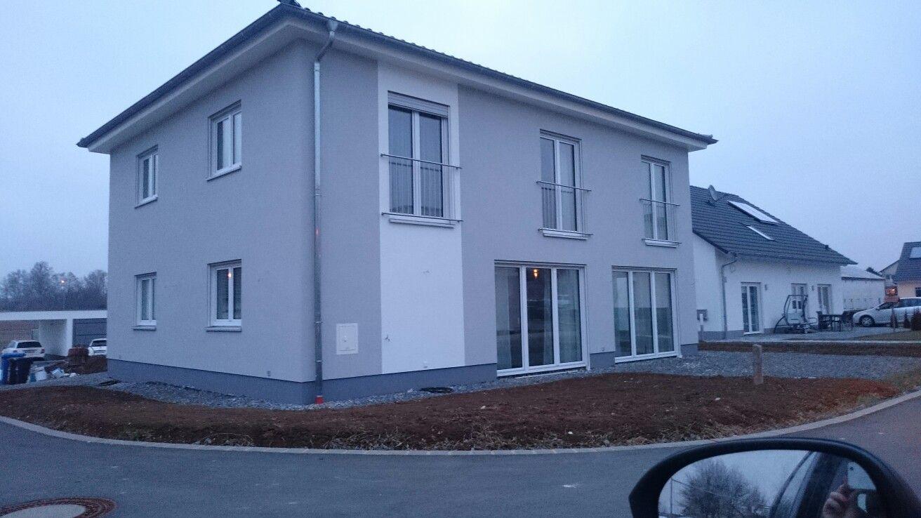 Entzuckend Haus Grau, Weiß. Fenster Weiß. :) Gut!
