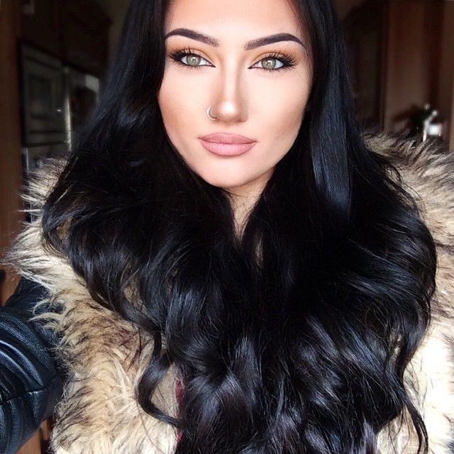 Beauty Lornaspaine Wearing Her Lillylashes And Lillyhair