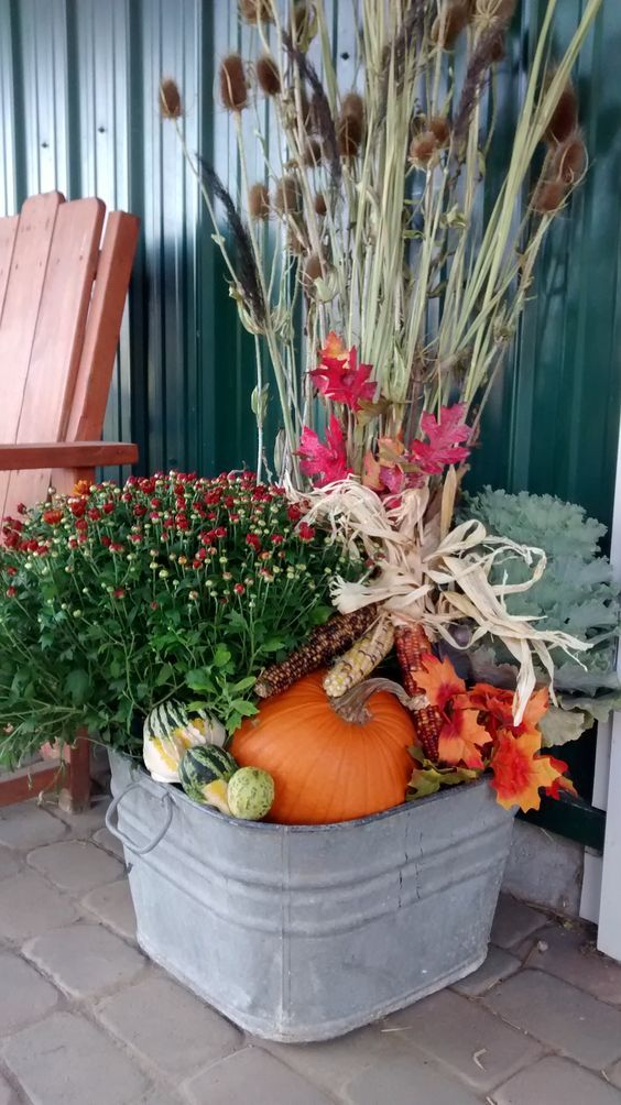 100 Cozy & Rustic Fall Front Porch decor ideas to feel the yawning autumn noon winds & watch the ember red leaves burn out slowly - Hike n Dip #fallfrontporchdecor