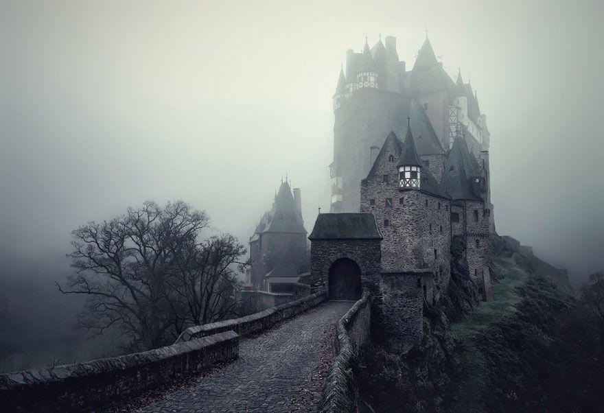 Magiczne krajobrazy zainspirowane baśniami braci Grimm.