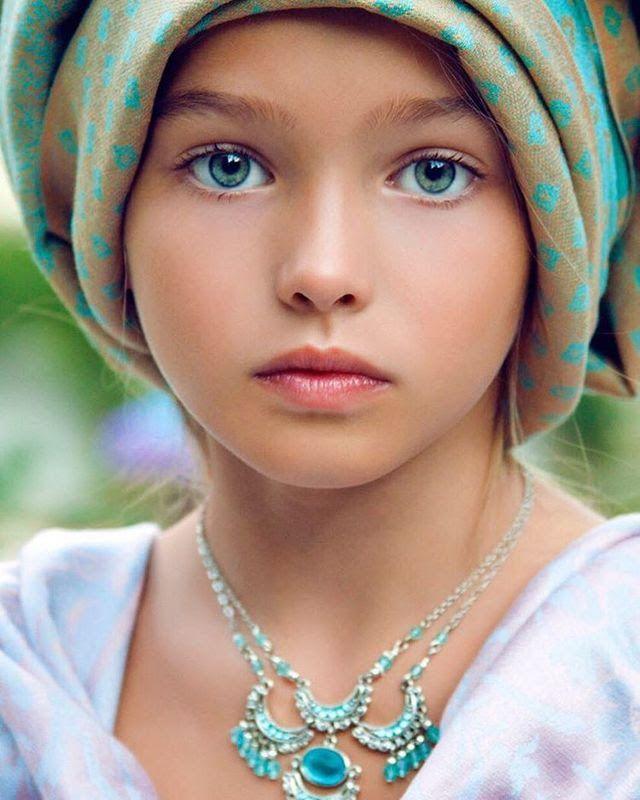 les plus belles petites filles du monde enfants pinterest. Black Bedroom Furniture Sets. Home Design Ideas
