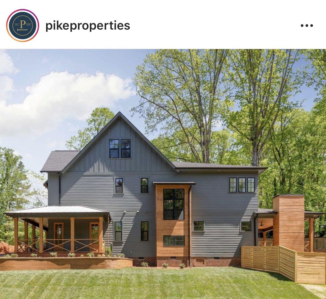 Pin By Wyzhir Johnson On Exterior Concepts Farmhouse Style House House Designs Exterior Modern Farmhouse Exterior