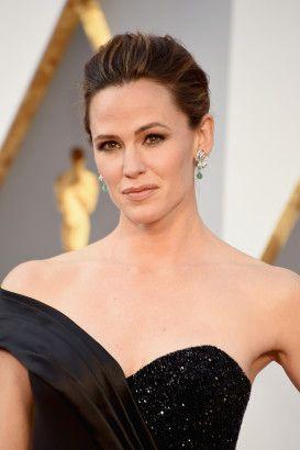 JENNIFER GARNER - The most #inspiring #beauty #looks at the #Oscars - Be Asia: fashion, beauty, lifestyle & celebrity news