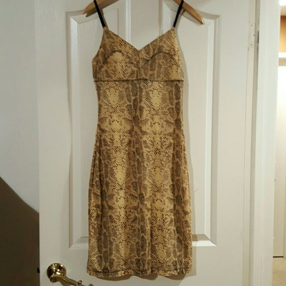 Guess animal print body con dress, size M Guess snake skin print, bodycon dress. Size medium. Adjustable elastic spaghetti straps. Worn once, very good condition. Guess Dresses