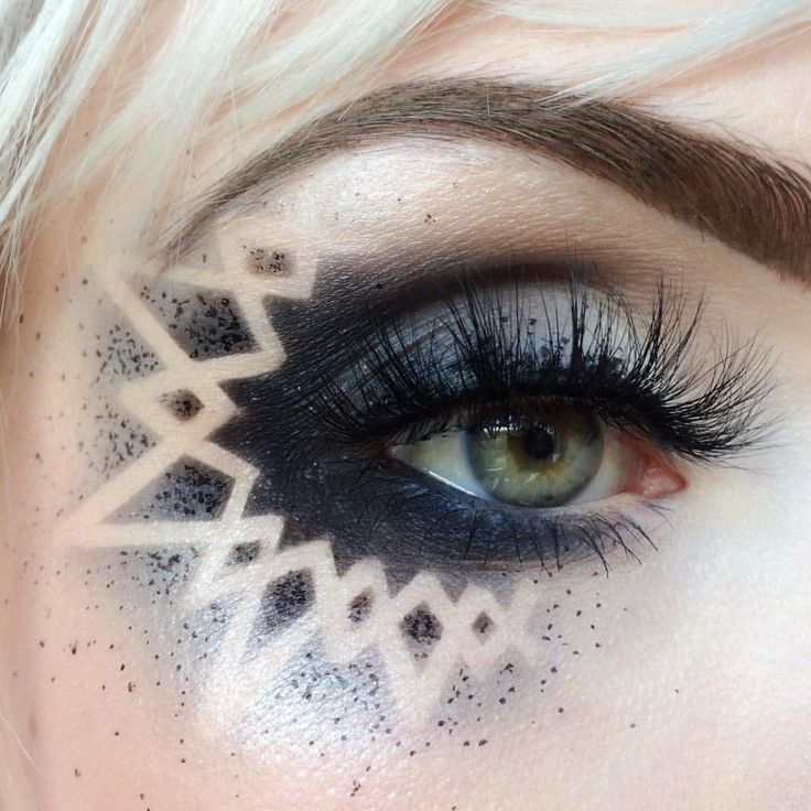 """Photo of Molly Bee on Instagram: """"thank you SO much for the love on this look! 🖤 created using tape that I cut to size ⭐️ 