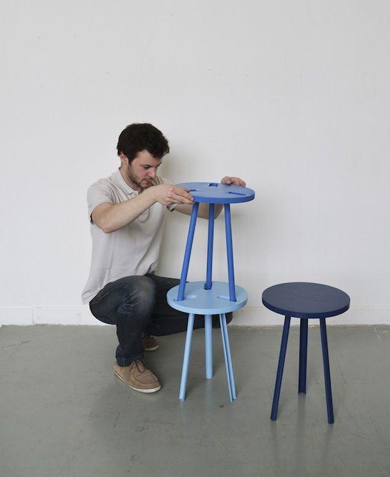 """Jeune designer strasbourgeois, Paul Menand nous présente """"Modeste"""". Ce prototype réalisé en bois et métal se compose de 3 tabourets parfaitement empilables, trois petites assises qui se séparent ou s'assemblent pour ne plus en former qu'une, au gré des besoins ou des envies."""
