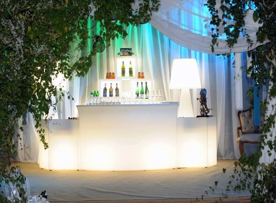 Mobiliario fabricado en polietileno con o sin luz para #eventos, fiestas, decoración, locales!!  www.lavidaenled.com
