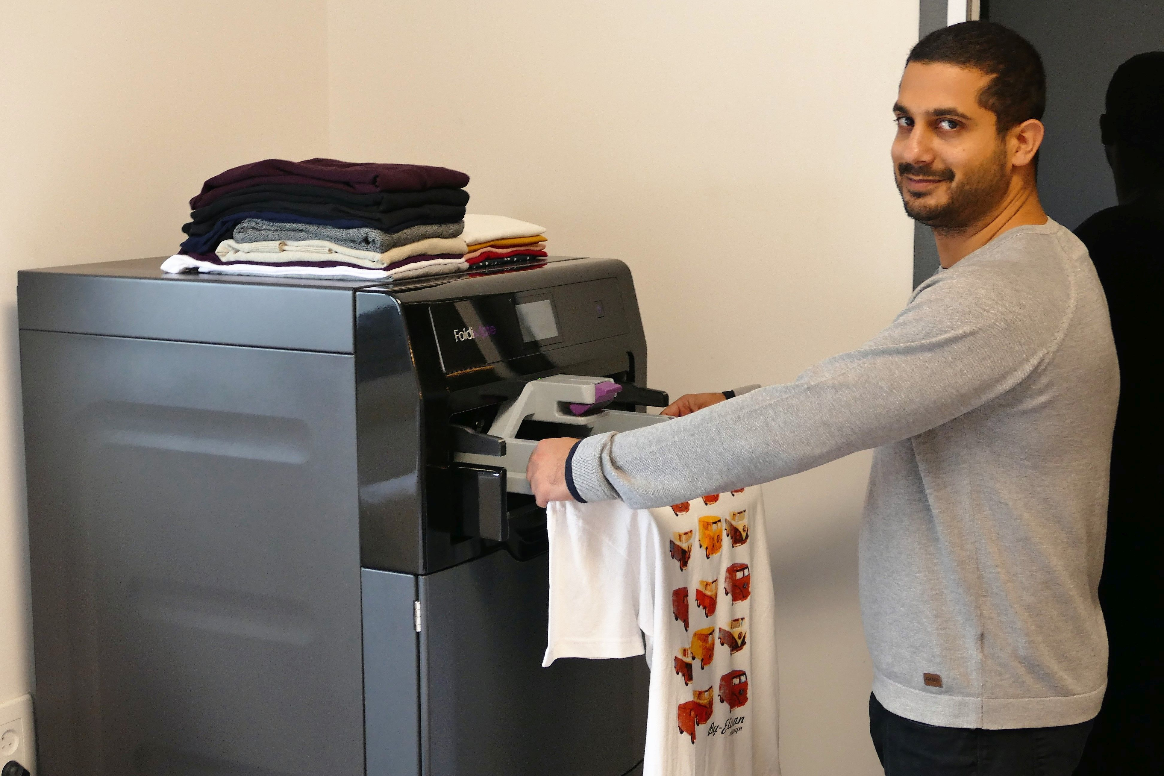 Machine That Folds Laundry Debuts At Consumer Electronics Show And