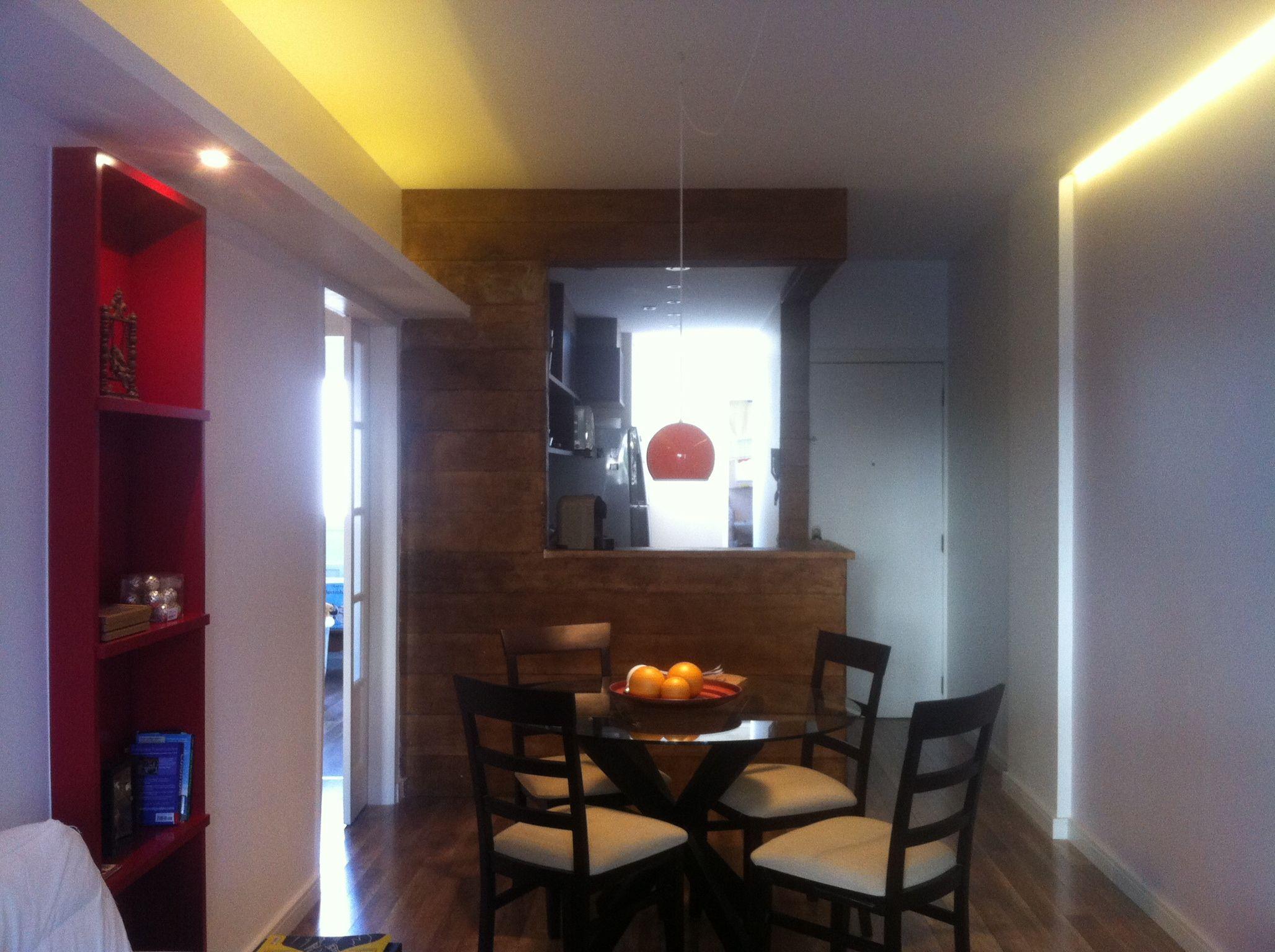 Apartamento Pequeno Cozinha Americana Parede Forrada De Madeira
