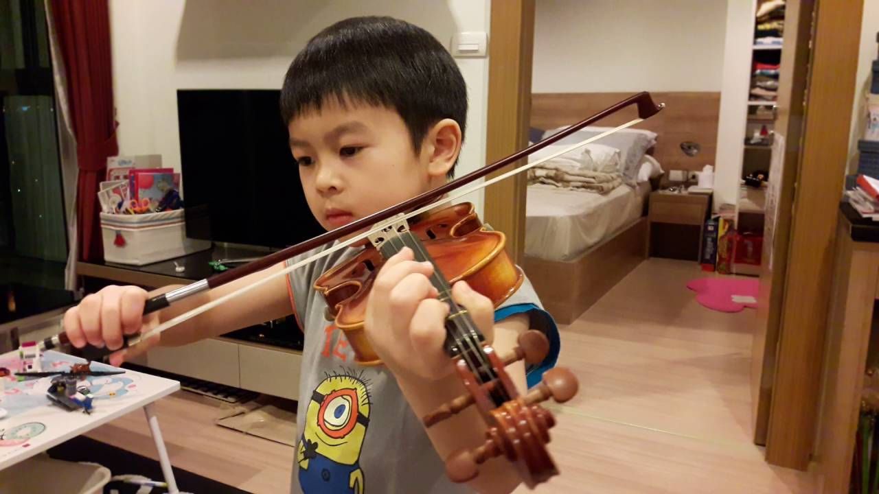 Violin Minuet Ii Practices Violin At Home See More Of This Young Violinist From Manenattajirasevijinda Violin 10 Year Old Violinists
