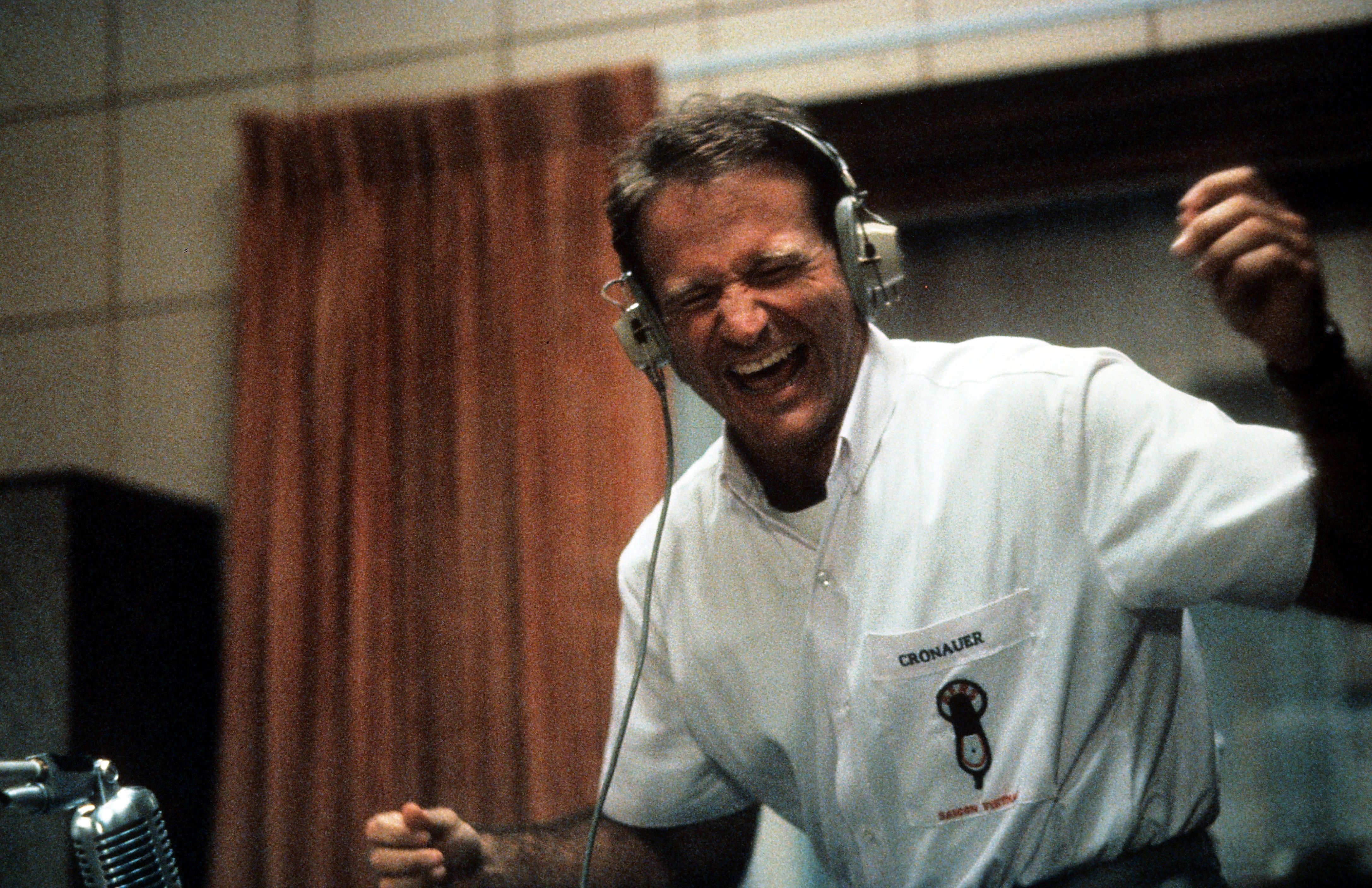 Good Morning Vietnam Movie Still 1987 Robin Williams As Adrian Cronauer Good Morning Vietnam Robin Williams Robin Williams Son