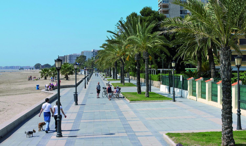 Extensa Y Sorprendente Playa En El Litoral Castellonense Playa Hoteles De Playa Playa De Arena
