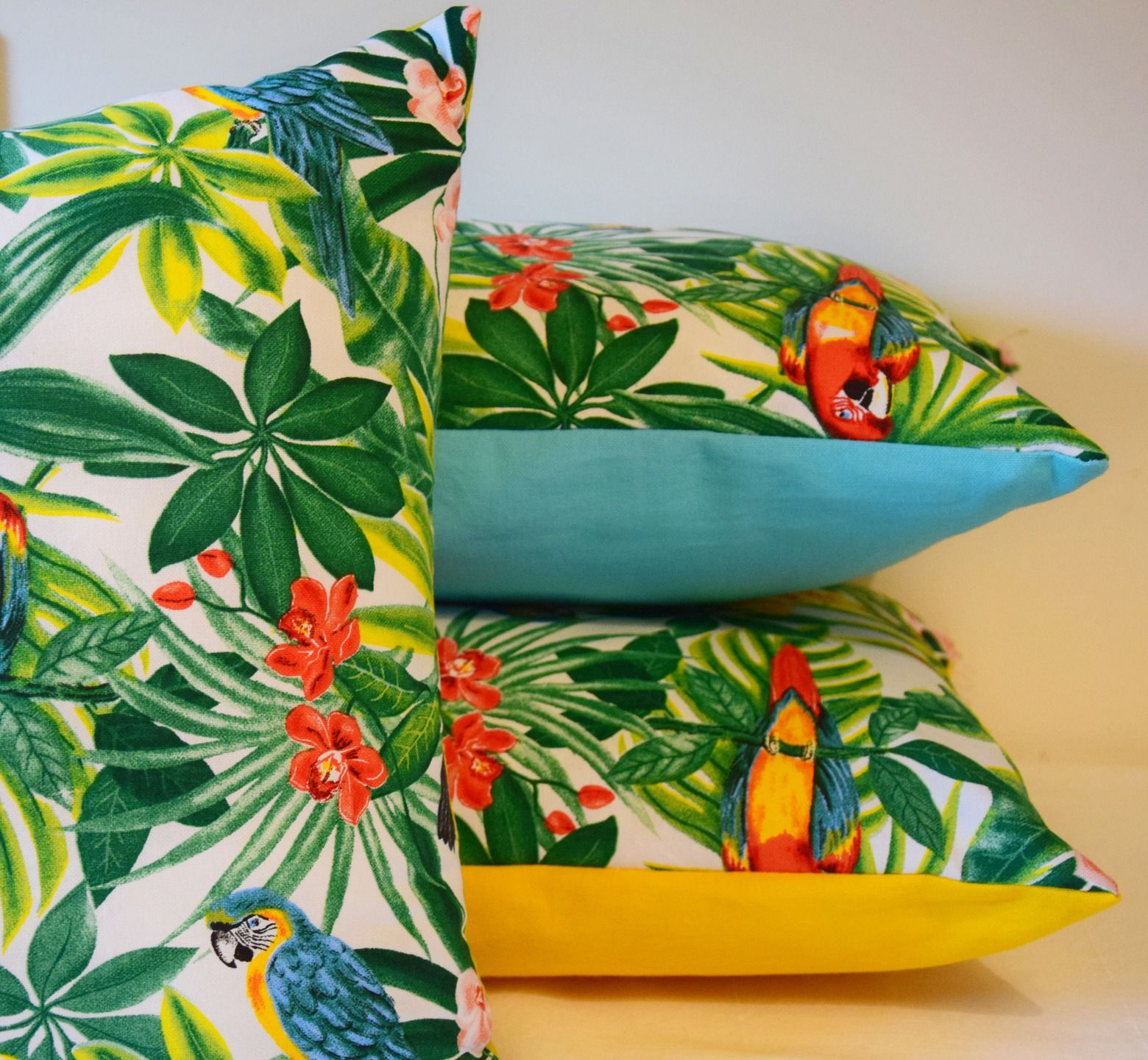 housse de coussin tropical 40 x 40 cm ou 50x30 cm toucan perroquet jungle exotique textiles. Black Bedroom Furniture Sets. Home Design Ideas