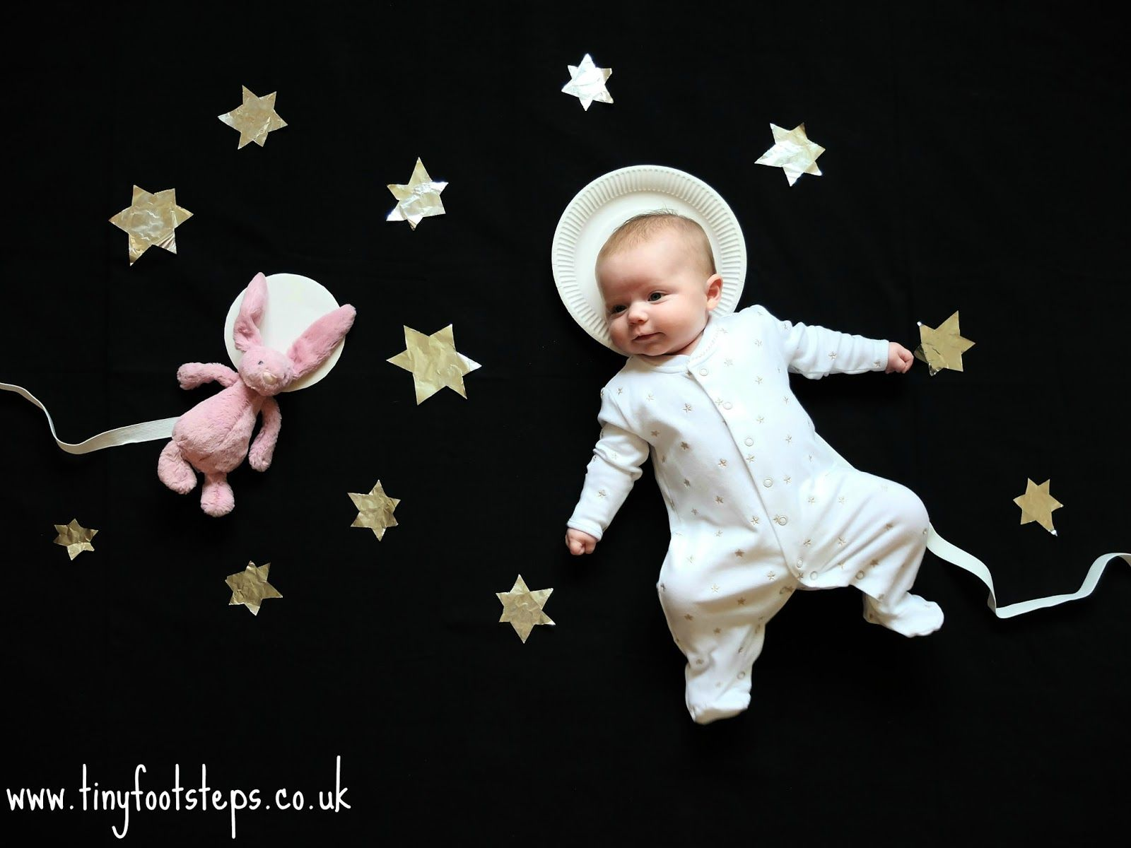 huge selection of 8bb03 d663f Baby Photoshoot Ideas: Astronaut baby www.tinyfootsteps.co ...
