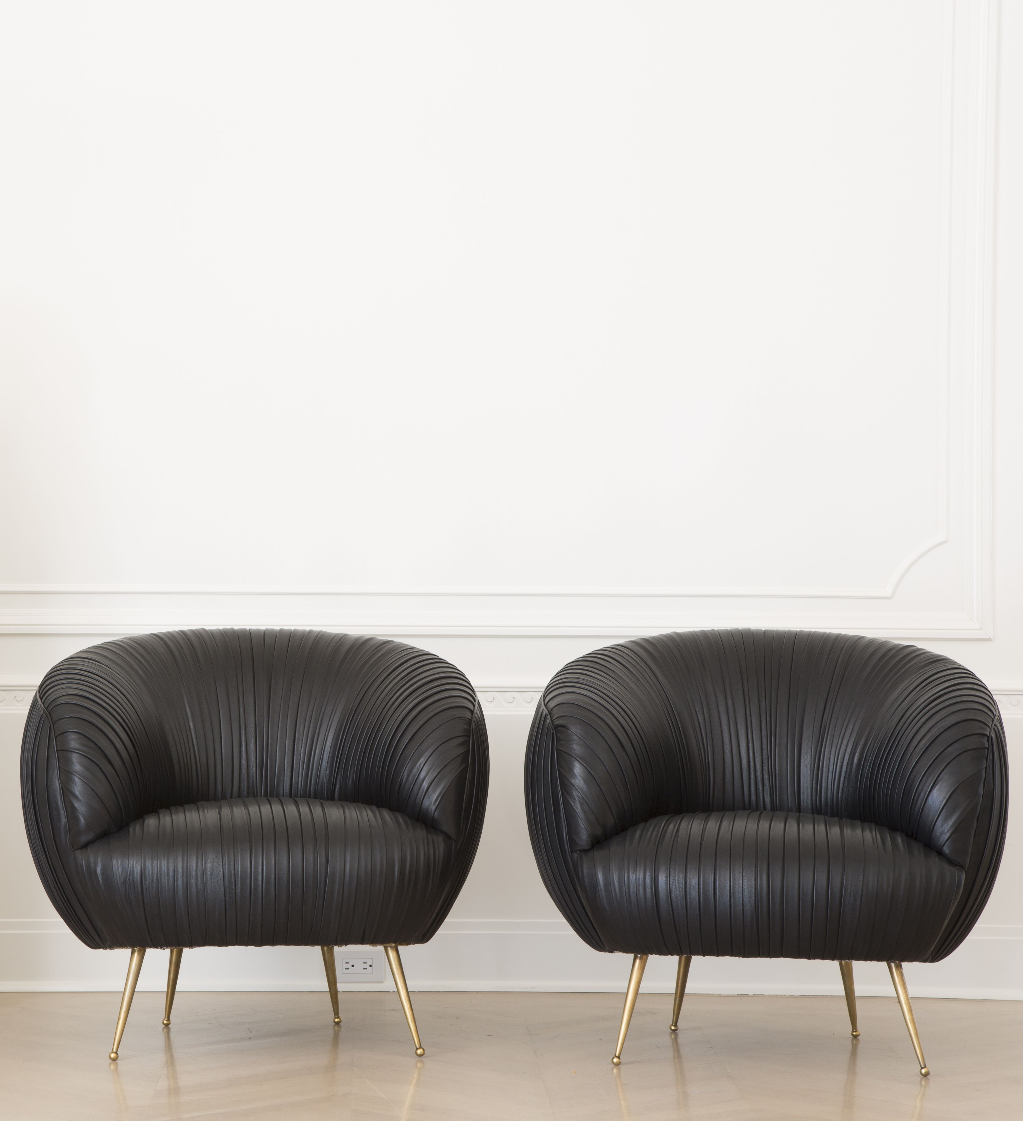 Pin 9: I think these leather chairs are stunning. The shape and the ...