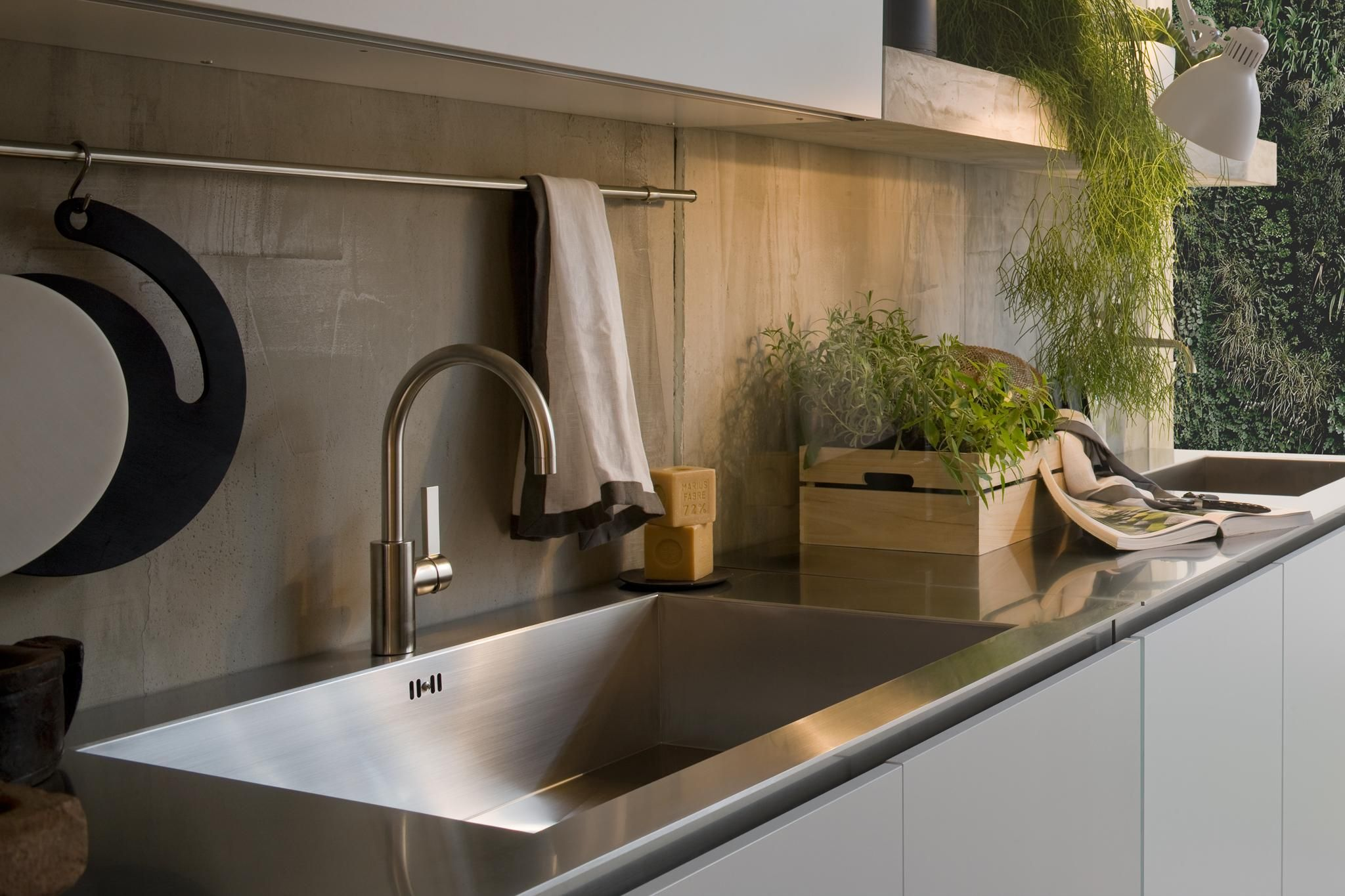 arclinea kitchen sinks and countertop details in modern stainless steel material - Italian Kitchen Design Sinks