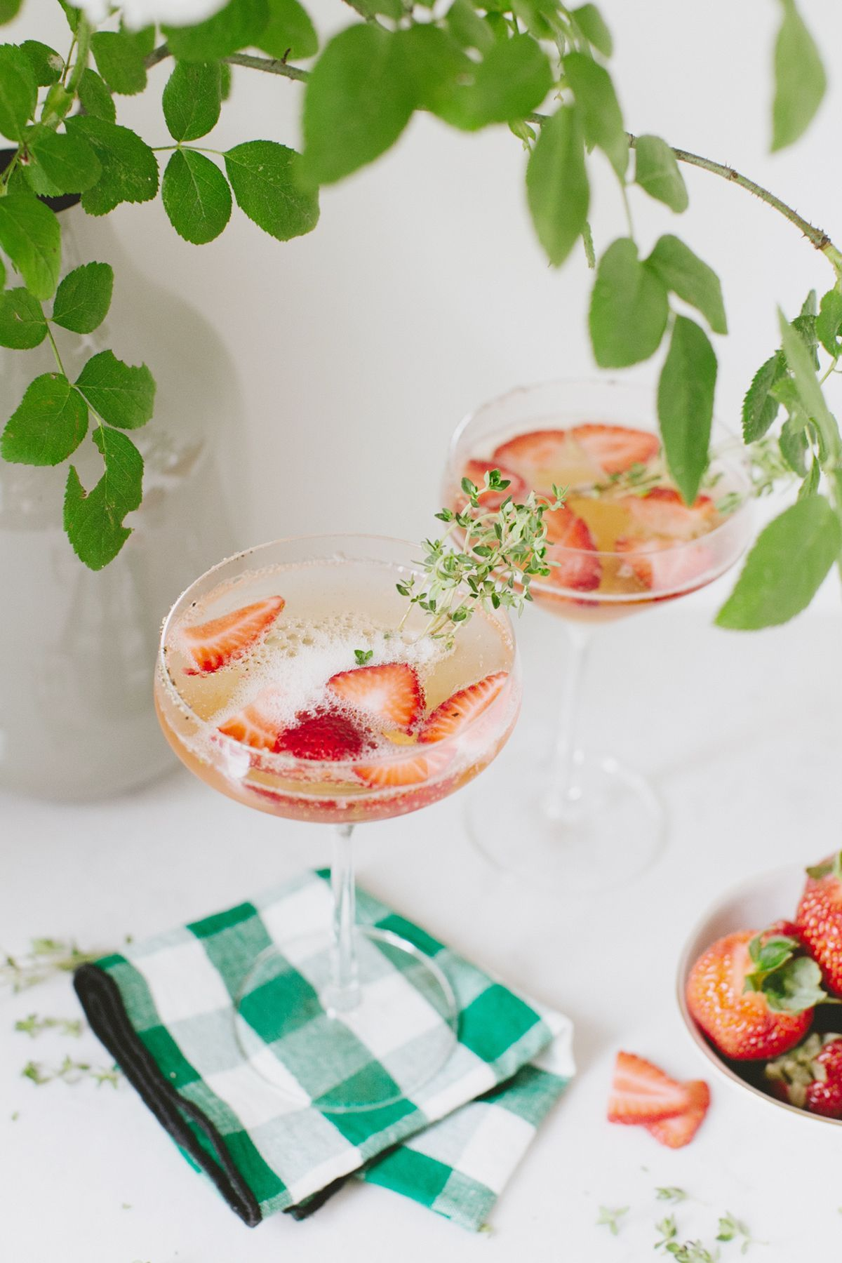 Cocktail Recipe :: Summer Strawberry Gin Spritz | coco kelley | Bloglovin' #summercocktails