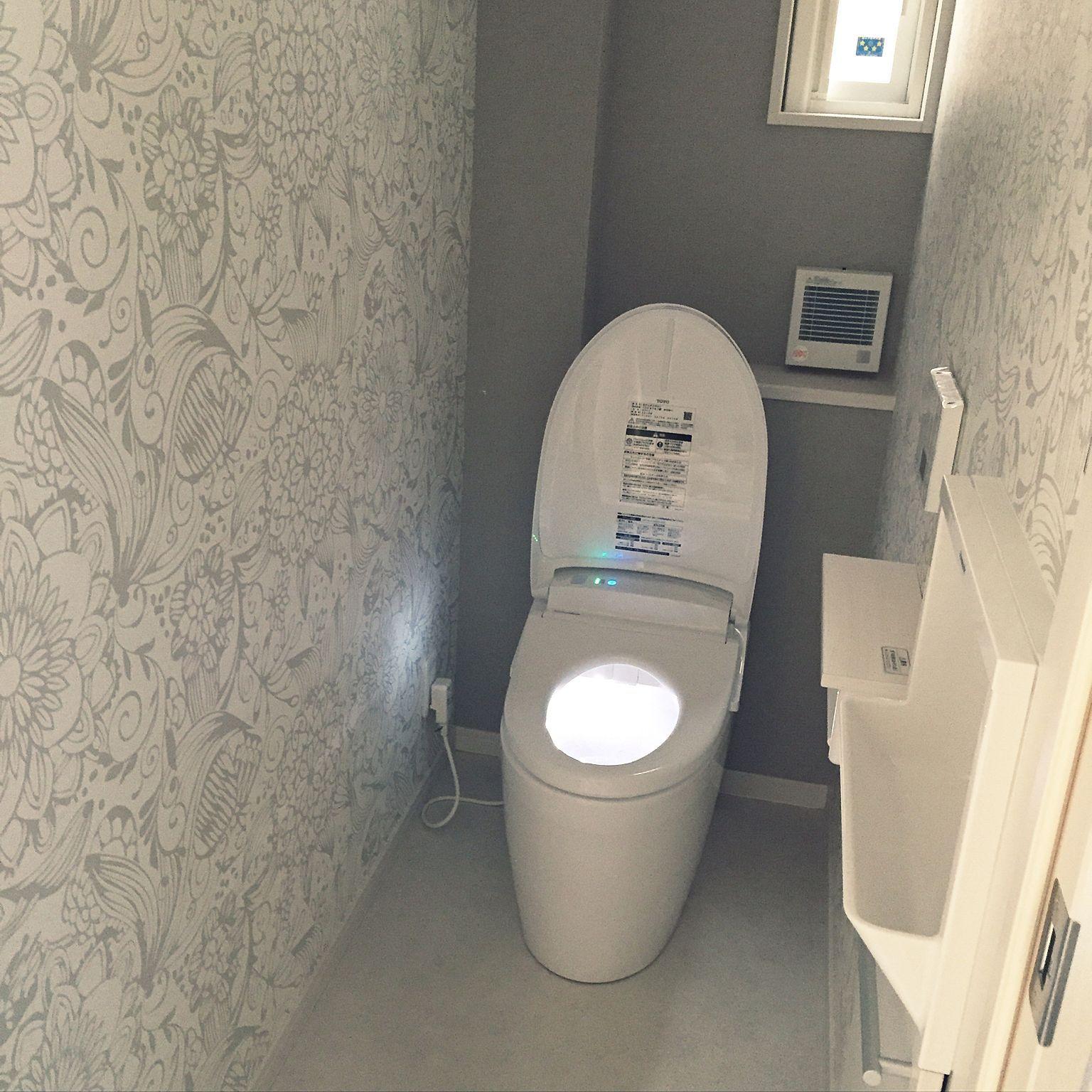 バス トイレ グレー 白 グレー トイレの壁 アクセントクロス などのインテリア実例 16 09 04 17 46 38 Roomclip ルームクリップ グレー トイレ トイレ 壁紙 トイレ アクセントクロス