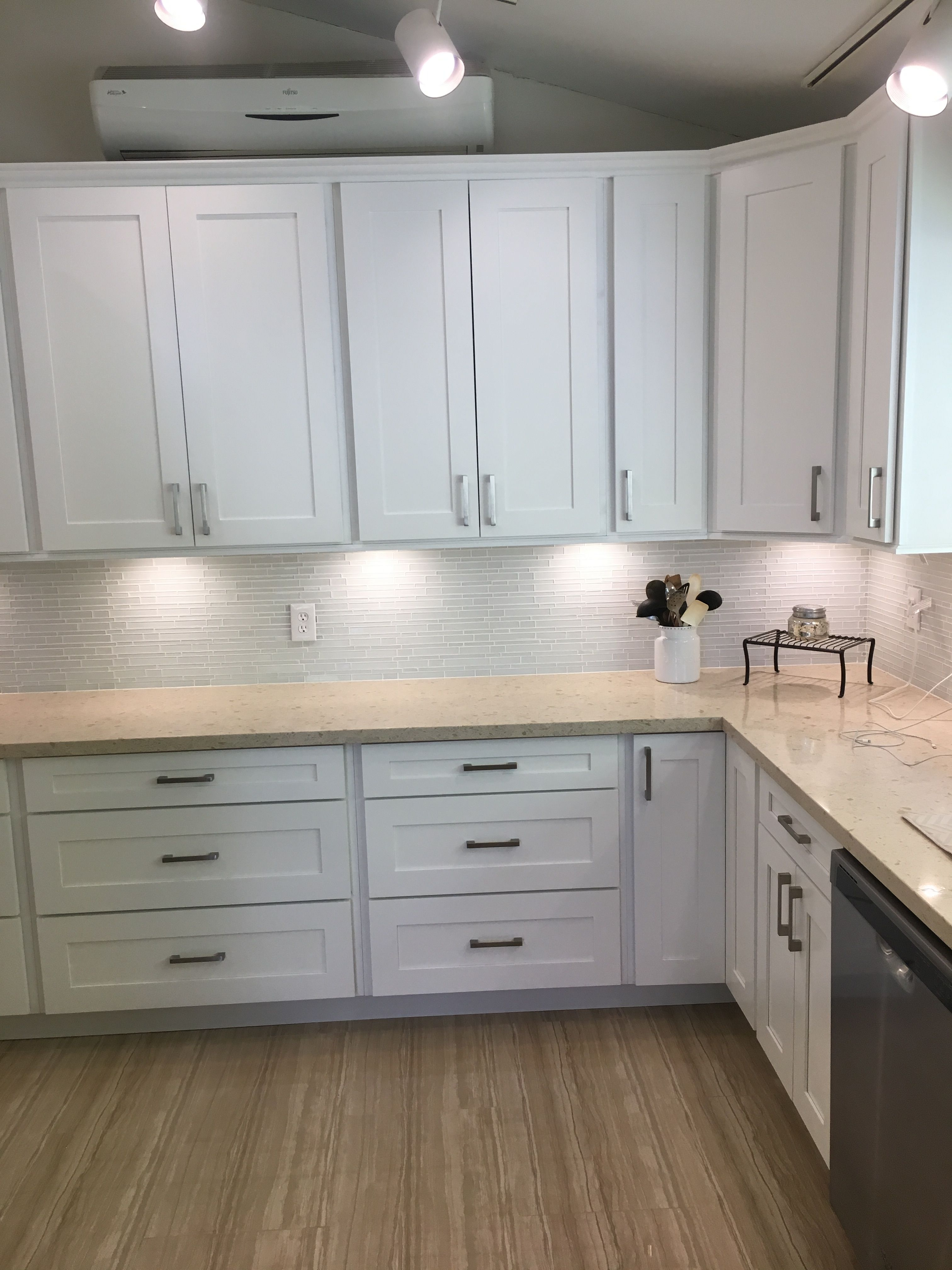 - 40 Inch Wall Cabinets, Crown Moulding,quartz Countertop, Glass