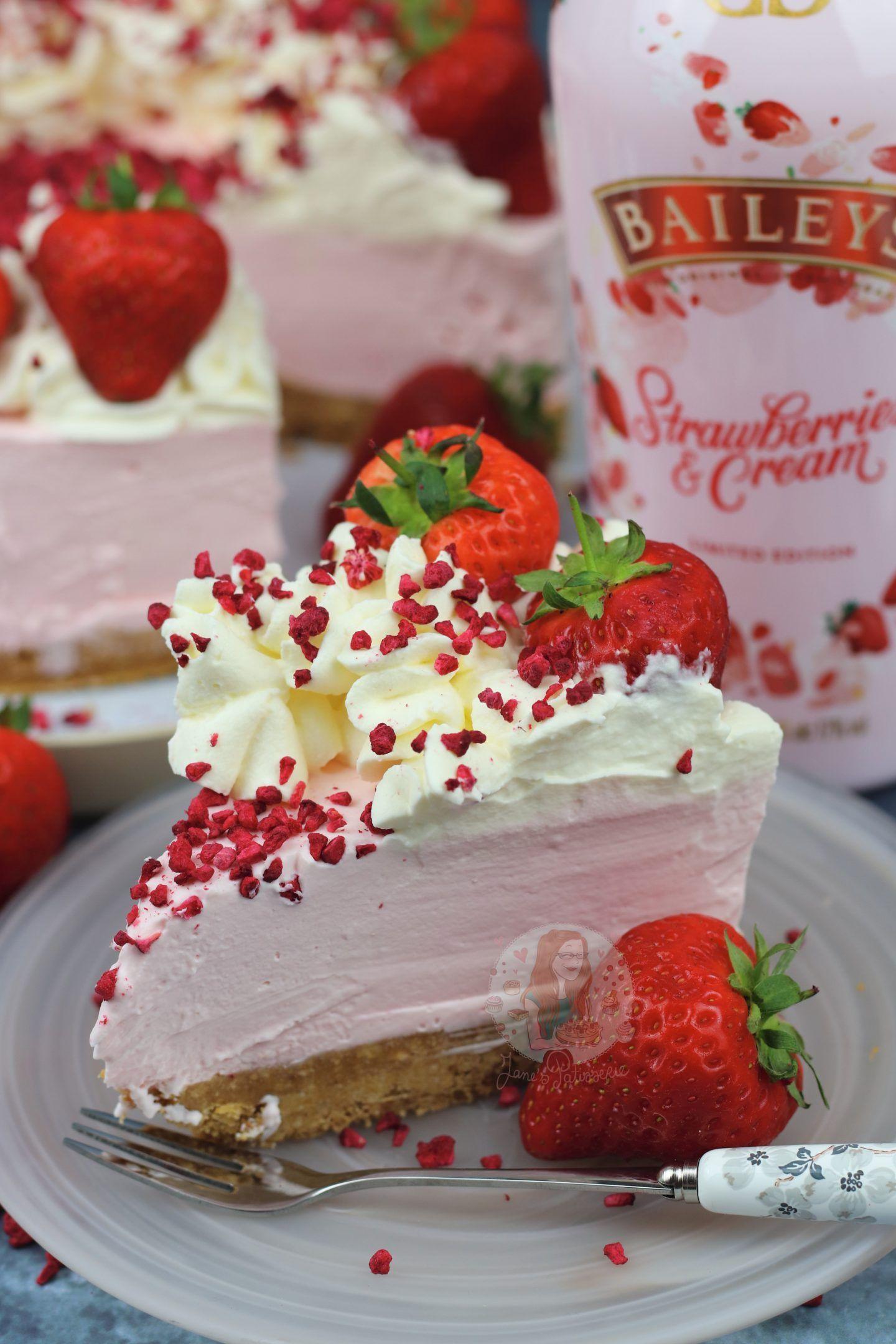 Baileys Strawberries & Cream Cheesecake - Jane's P