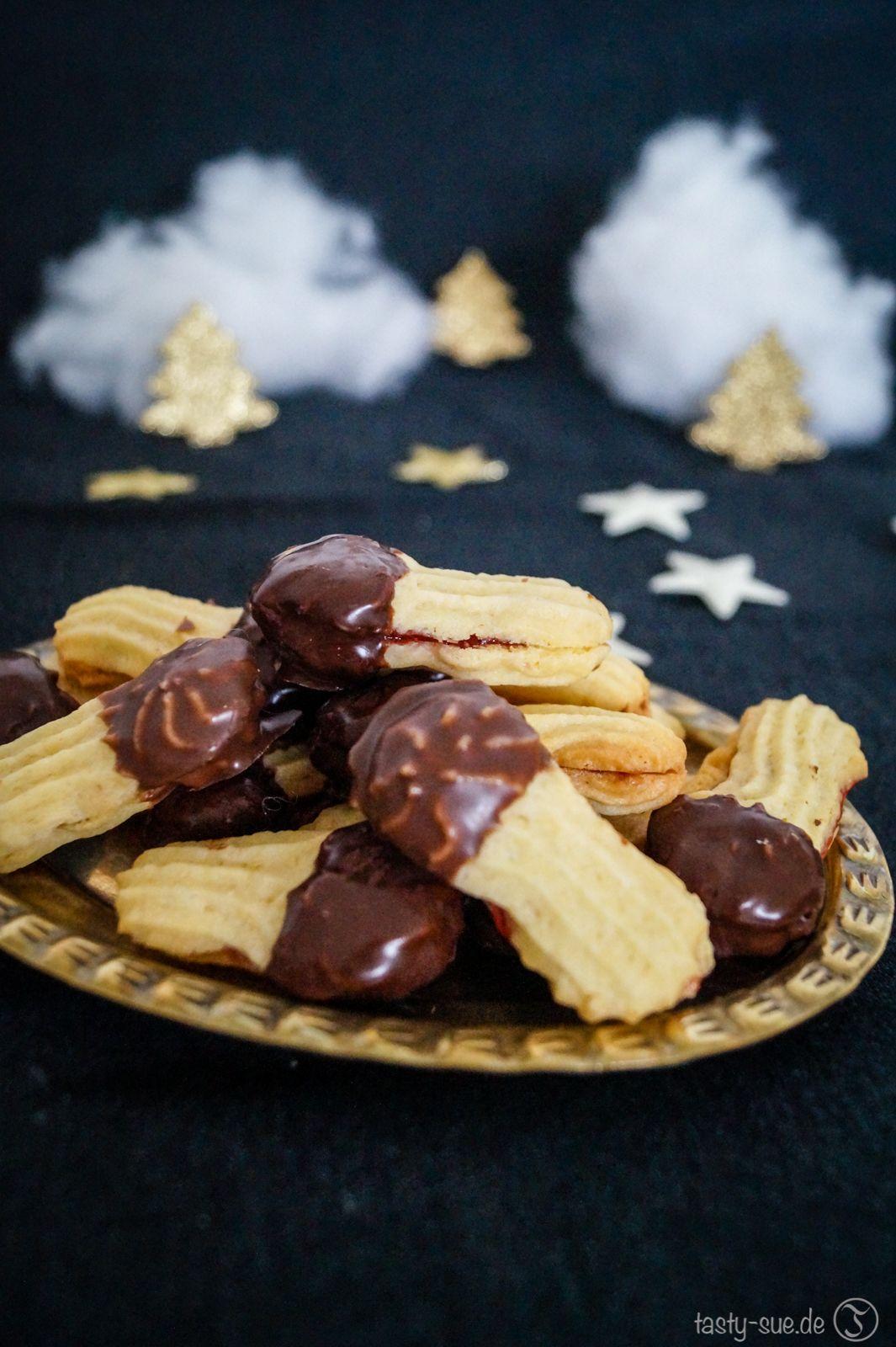 Weihnachtsplätzchen Spritzgebäck.Liebesknochen Klassisches Gefülltes Spritzgebäck Sváb ételek és