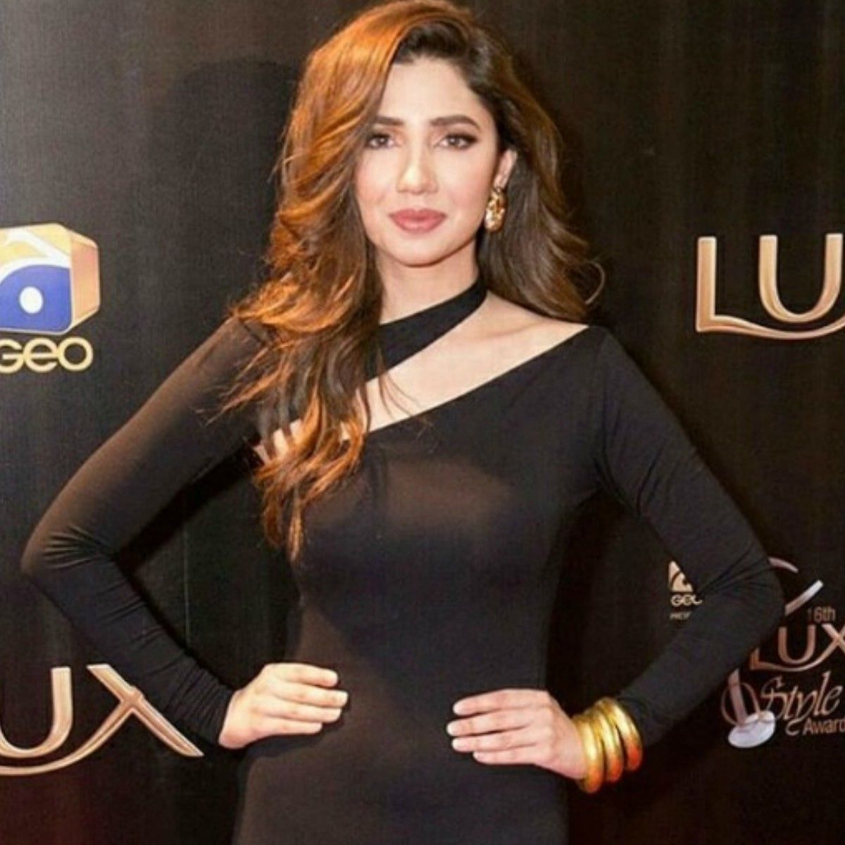 Mahira Khan Is Gorgeous In Black Dress The Best Red Carpet Looks From The Lux Style Awards 2017 April Black Dress Makeup Mahira Khan Dresses Dress Makeup [ 1200 x 1200 Pixel ]