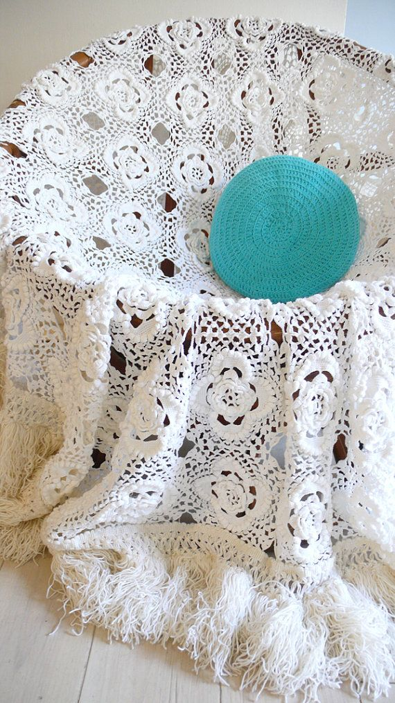 Vintage crocheted blanket white flowers with por lacasadecoto ...