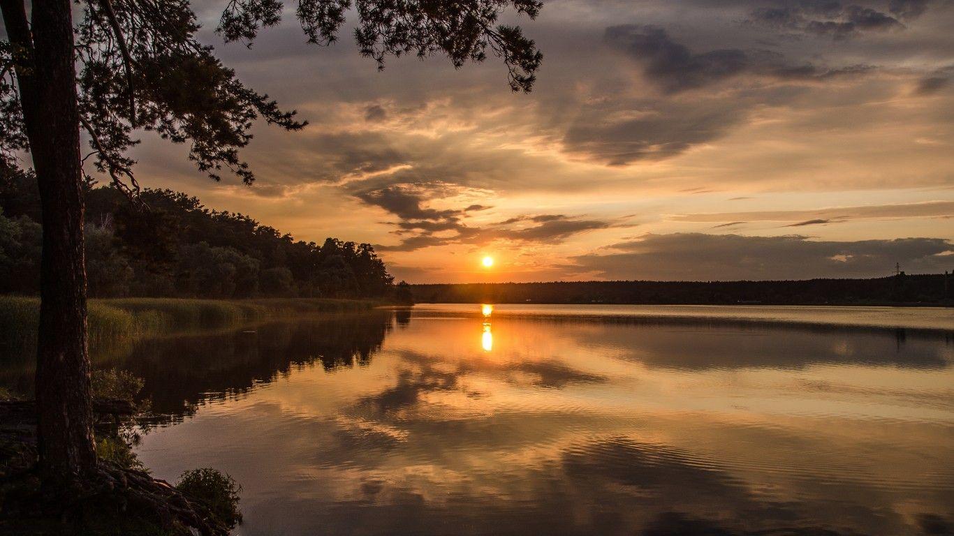 Skachat Oboi Ozero Luchi Solnce Zakat Les Razdel Pejzazhi V Razreshenii 1366x768 Sunset Wallpaper Sunset Wallpaper Hd wallpaper sunset river sun evening