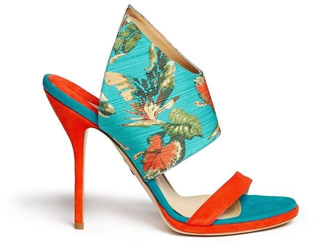 #Farbbberatung #Stilberatung #Farbenreich mit www.farben-reich.com PAUL ANDREW 'Nya' floral print wing vamp mule sandals