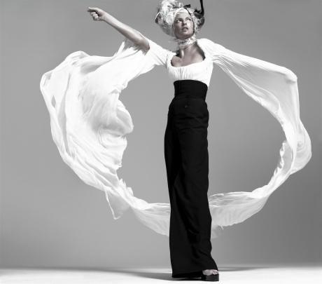 Model: Linda Evangelista  Photographer: Steven Meisel