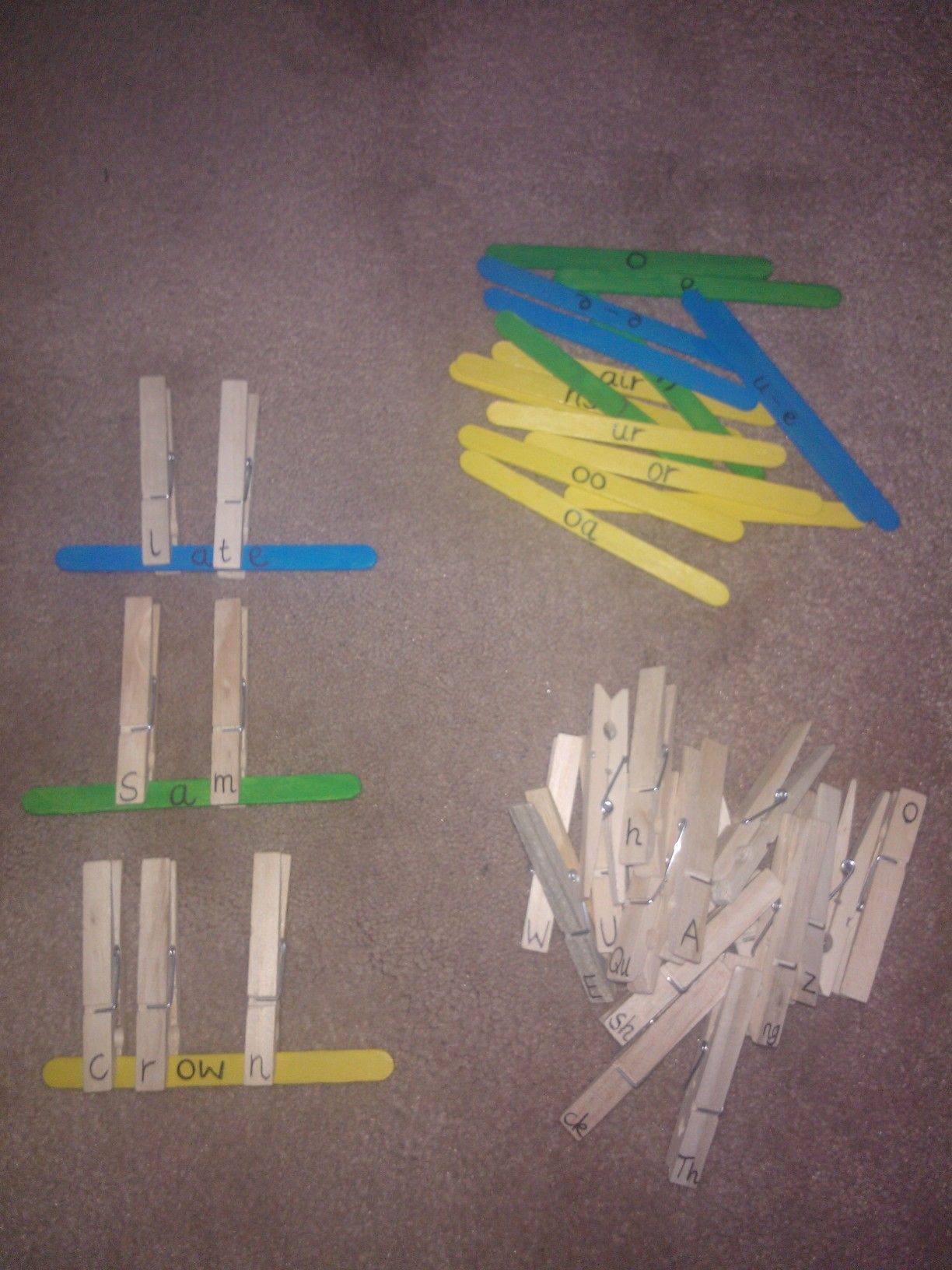 Simple Phonics Activity For Children To Explore Blending Sounds And Making Words