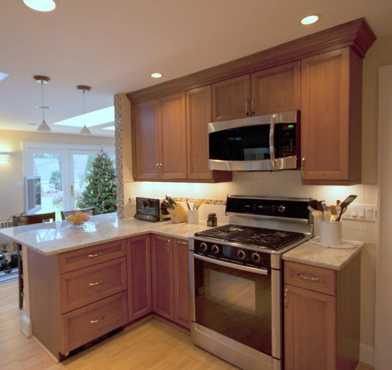 Traditional Cherry Kitchen With Peninsula Corner Cabinet And Drawers Perfect Choices Kitchen Kitchen Remodel Kitchen Peninsula