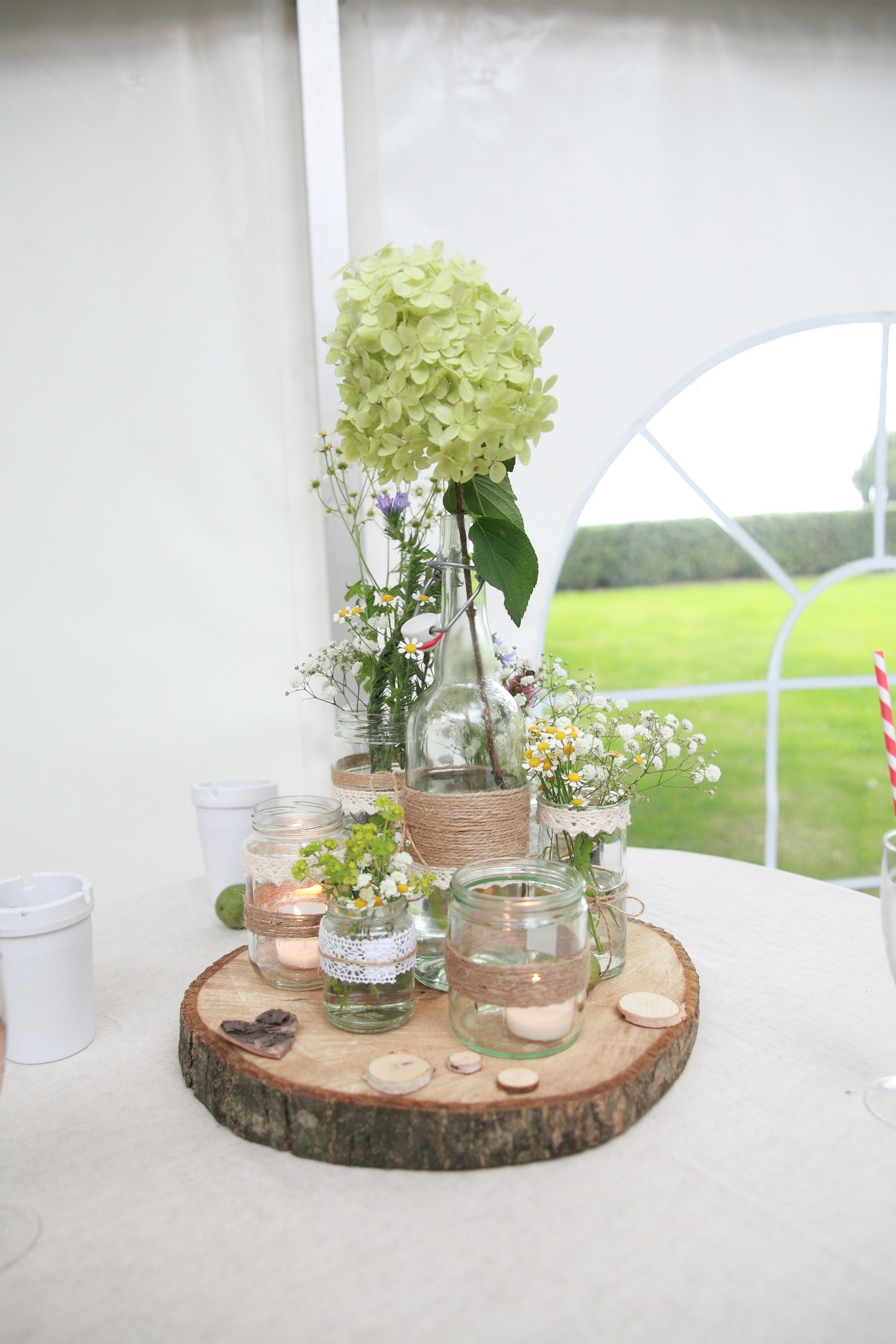 Wedding hochzeit dekoration vintage blumen flaschen diy for Holz dekoration hochzeit