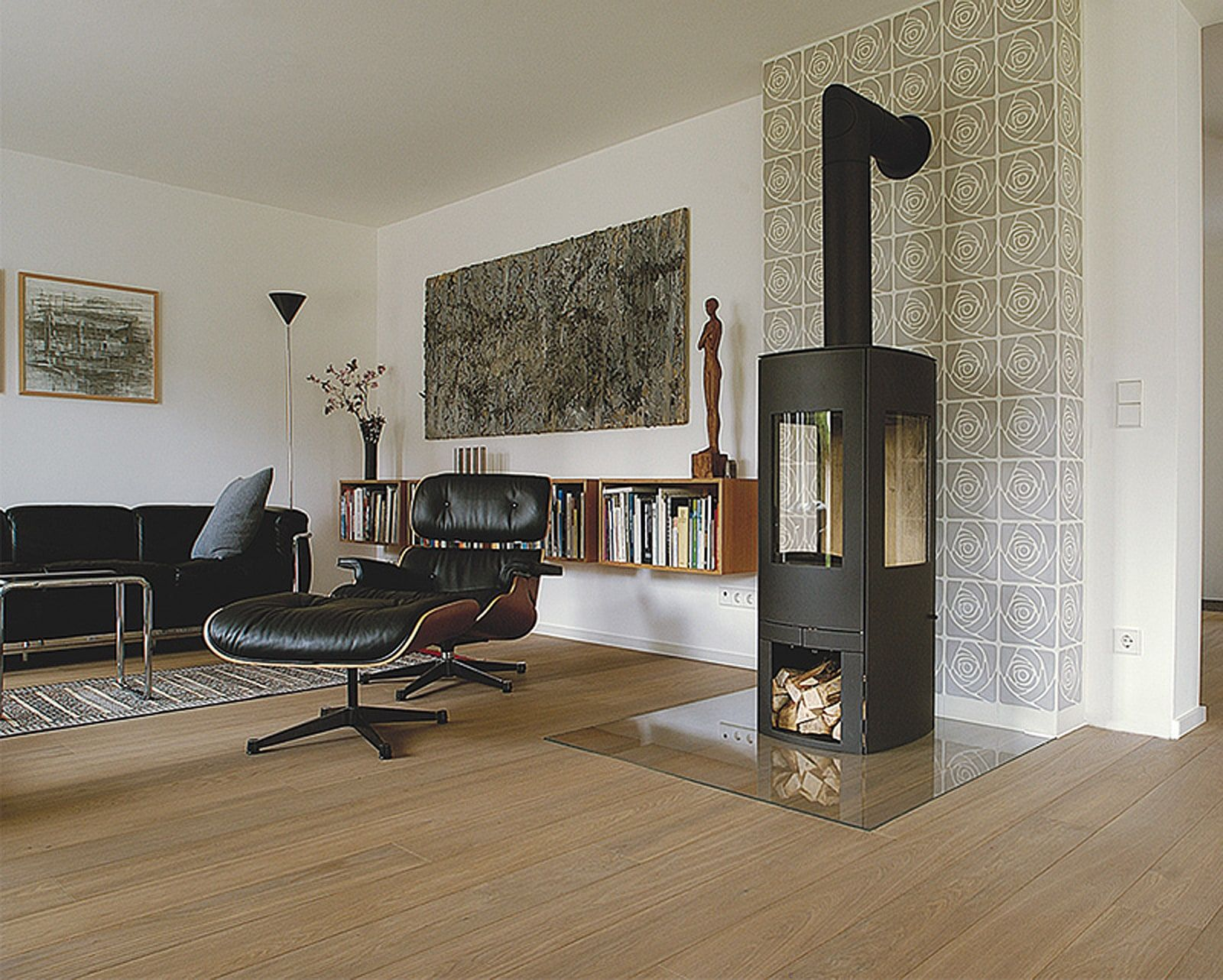 Bild aus dem VIA Bilderbuch: Wandfliesen im Zimmer mit Kamin und