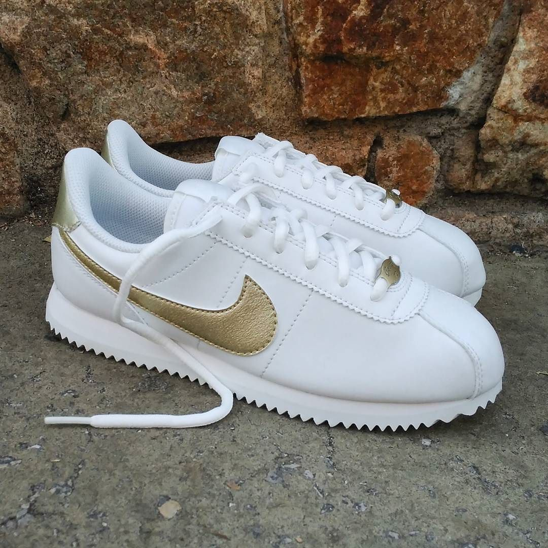 1911da0a Pin by Ashley Chairez on Shoes in 2019 | Pinterest | Sneakers, Nike ...