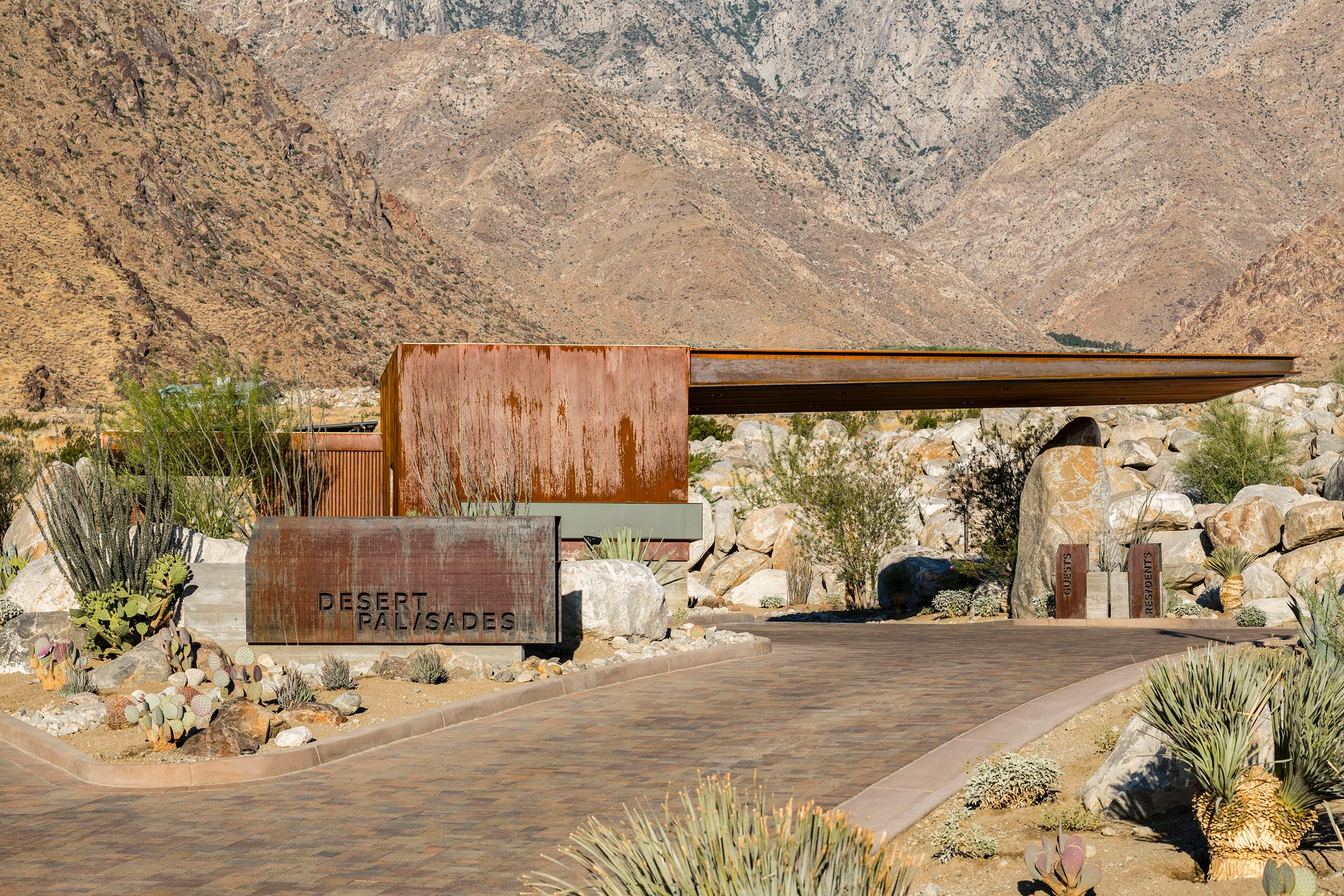 Cantilevered roof extends from Palm Springs guardhouse by