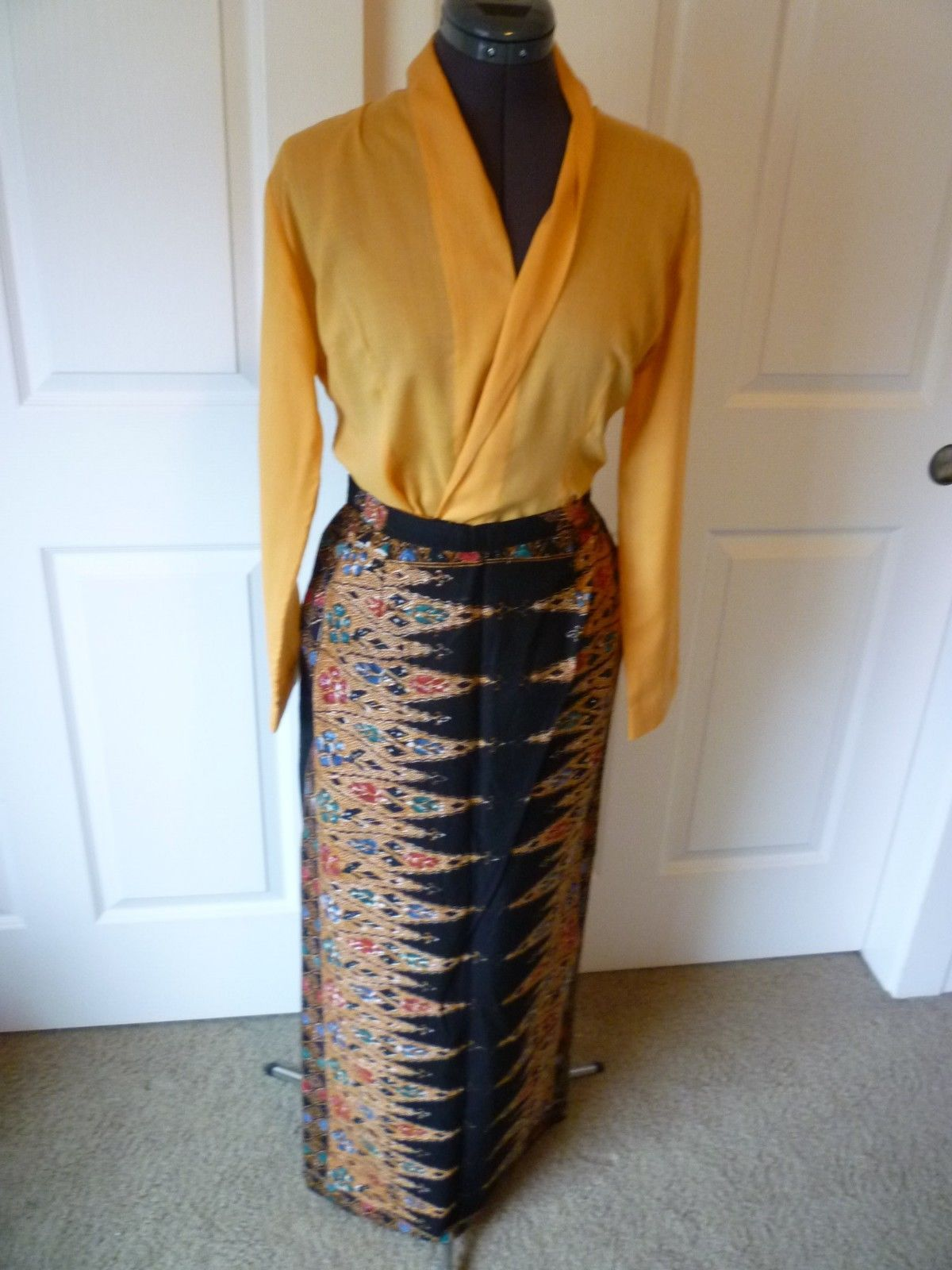 Girls Full Super Wide Skirt /& Top Set Dress W//Ribbons For Folklorico Dances NWOT