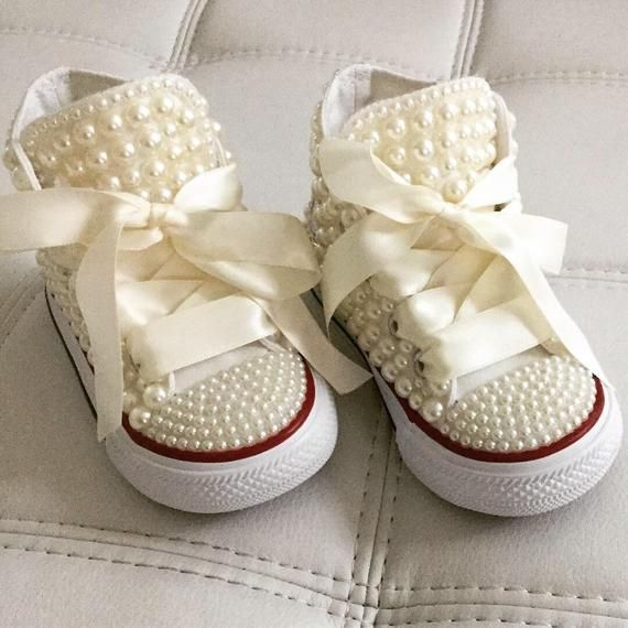 calcular Concesión resbalón  Baby/ toddler size Converse designed with pearls and crystal accents. The  price includes shoes and design as s… | Decorated shoes, Girls converse,  Converse design