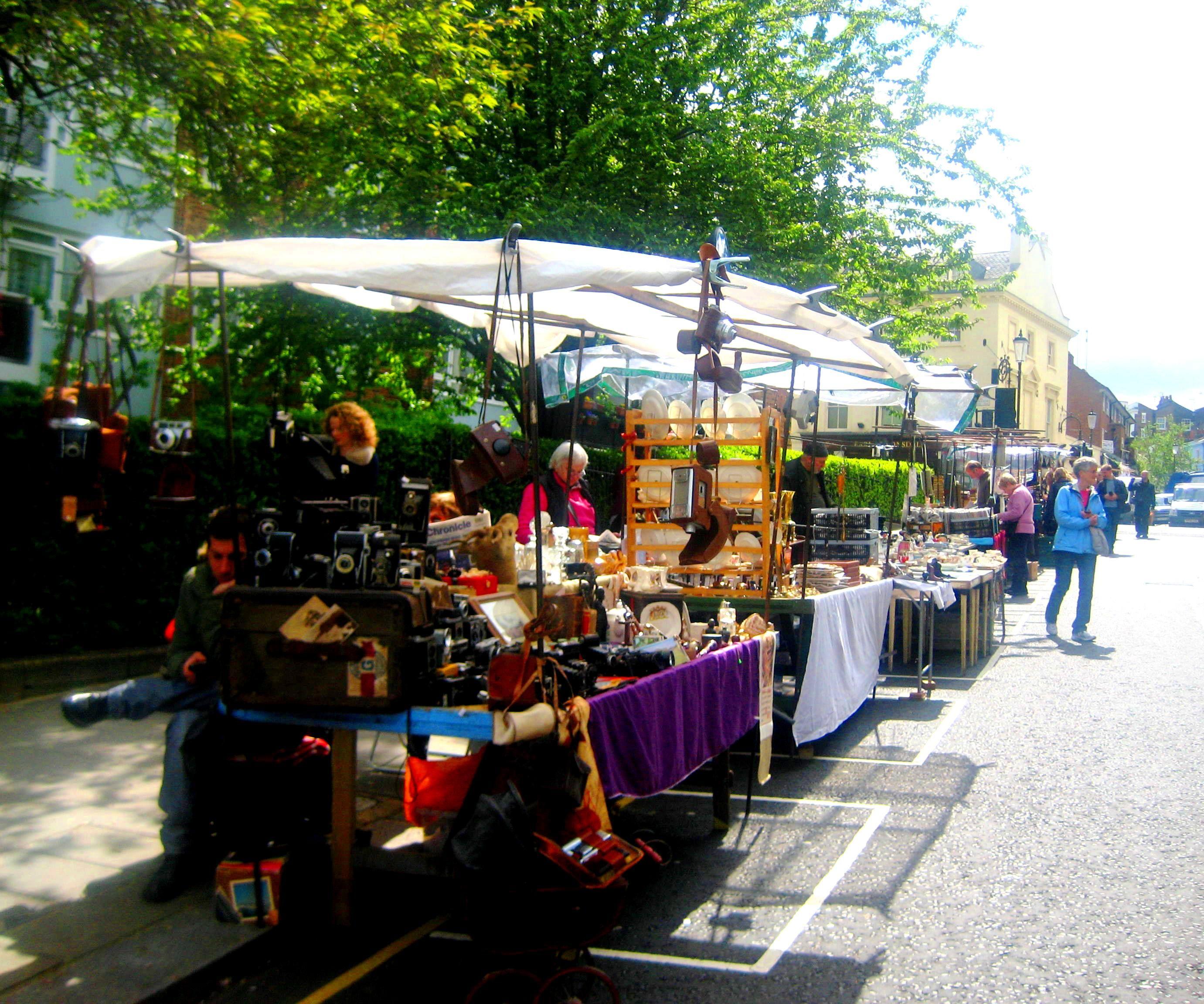 Portobello Road Market nel London, Greater London. Il mercato delle pulci più romantico che abbia mai visto.