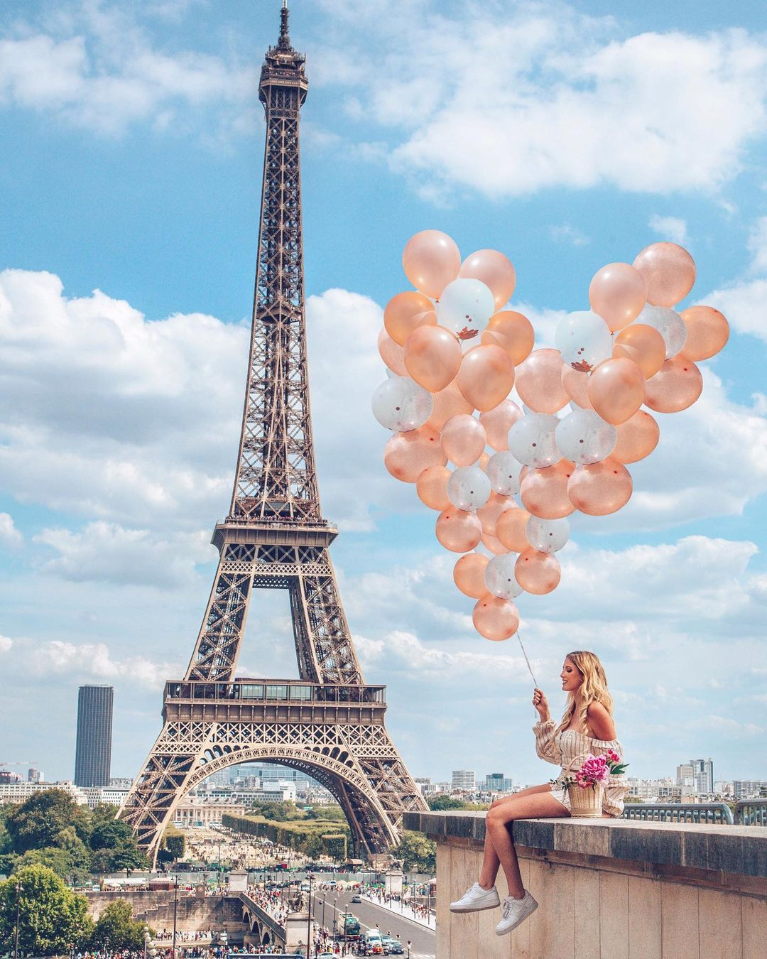 Margaux Leo S Instagram Photo Love Is In The Air Do You Like More 1 Or 2 Paris Parisphoto Pari In 2021 Paris Photography Eiffel Tower Eiffel Tower Photography