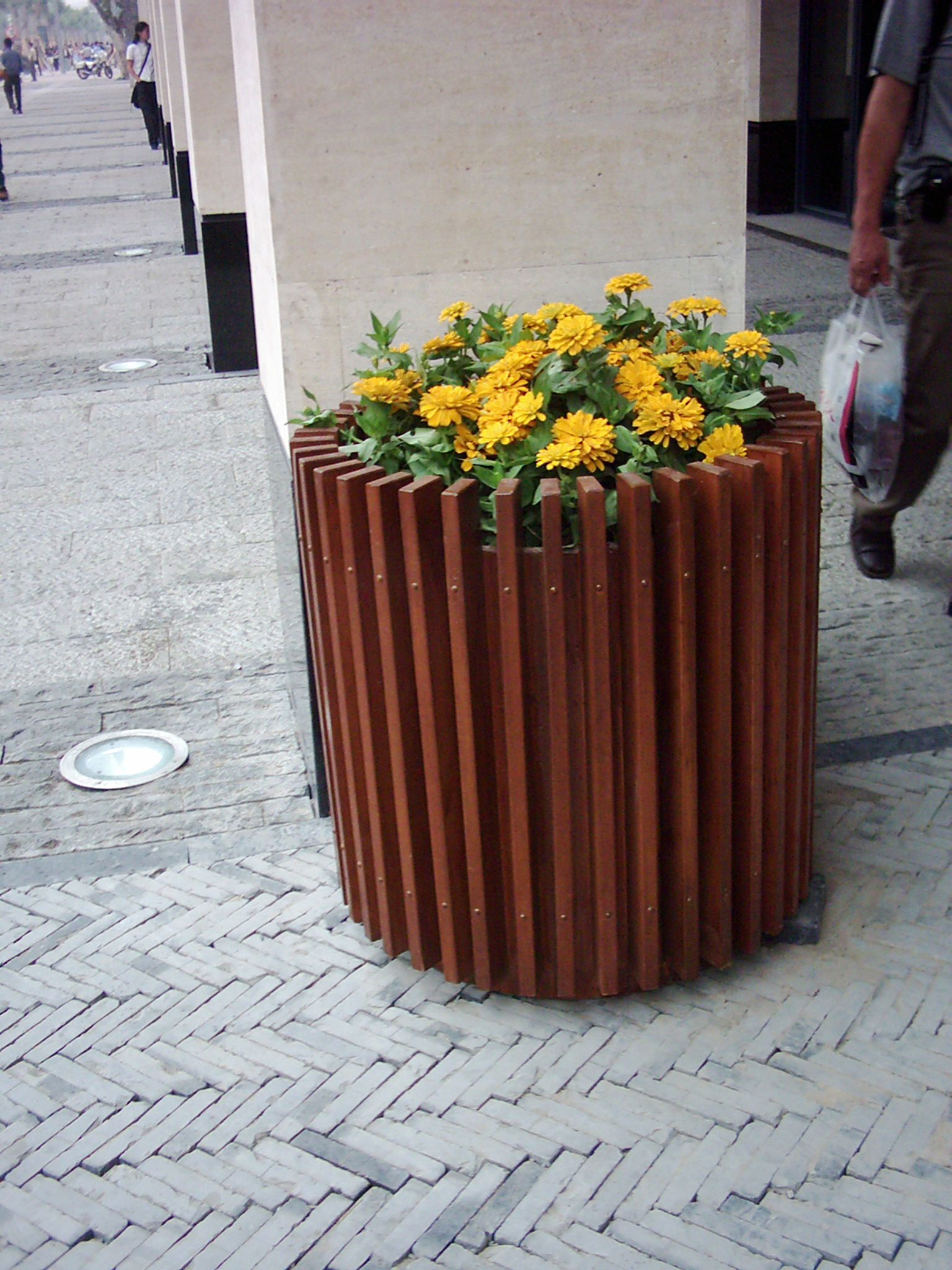 Composite Flower Containers In Ireland Plastic Wood Round Planter Flower Crate Container Flowers Flower Planters Flower Pots