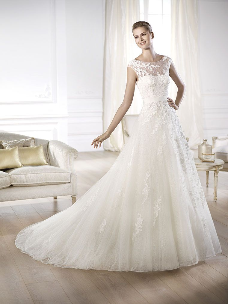 Brautkleid aus der Pronovias Brautmoden Kollektion 2015 :: bridal dress from pronovias collection 2015