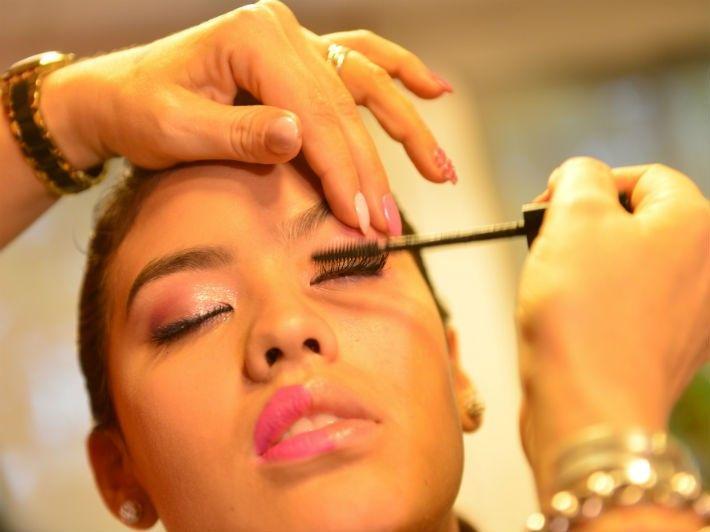 Maquillaje para lucir en la fiesta de egresadas | Vía Córdoba  – Maquillaje