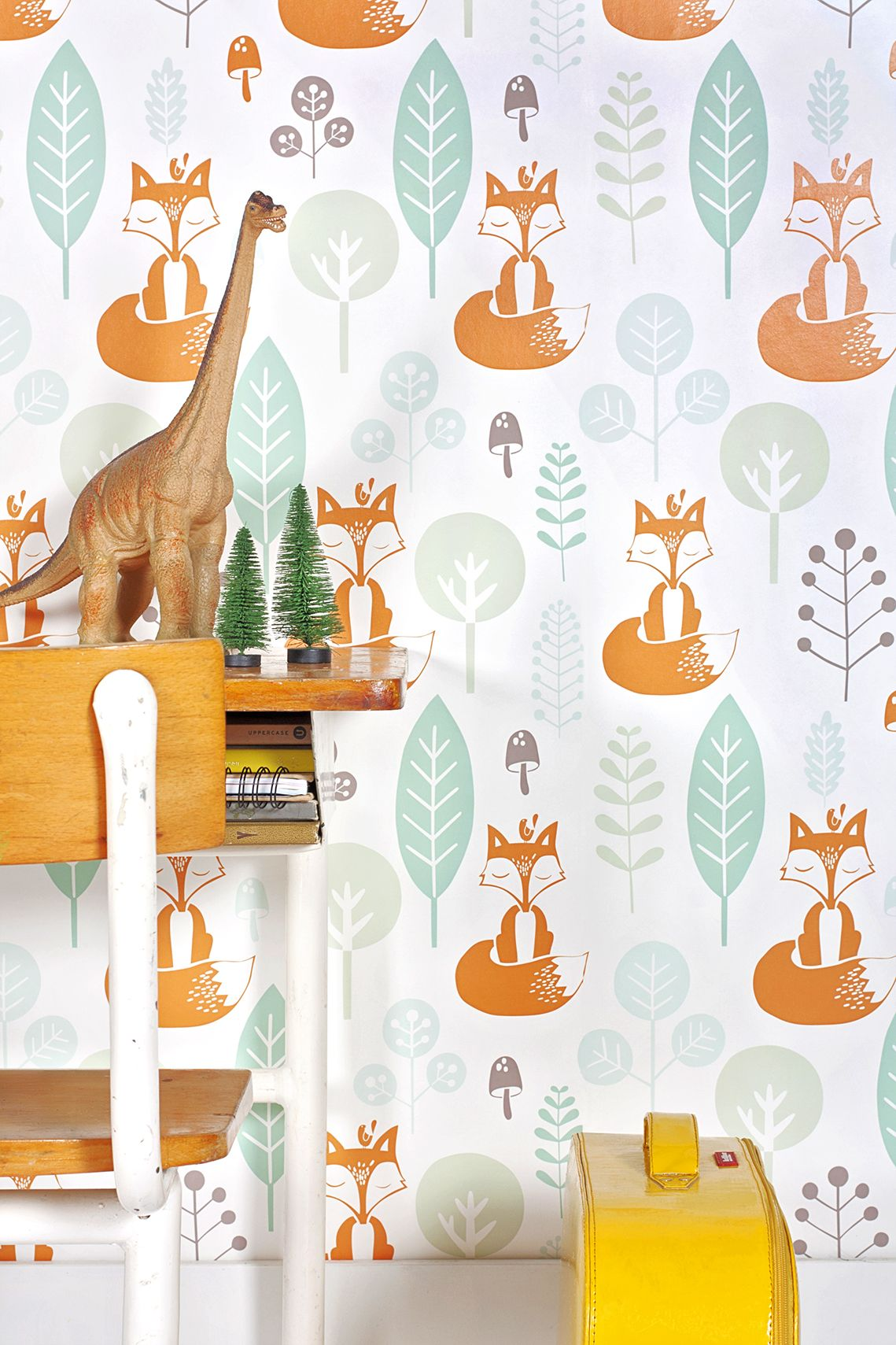 Retro look vosjes behang #wallpaper   Roodborstje via Kinderkamerstylist.nl