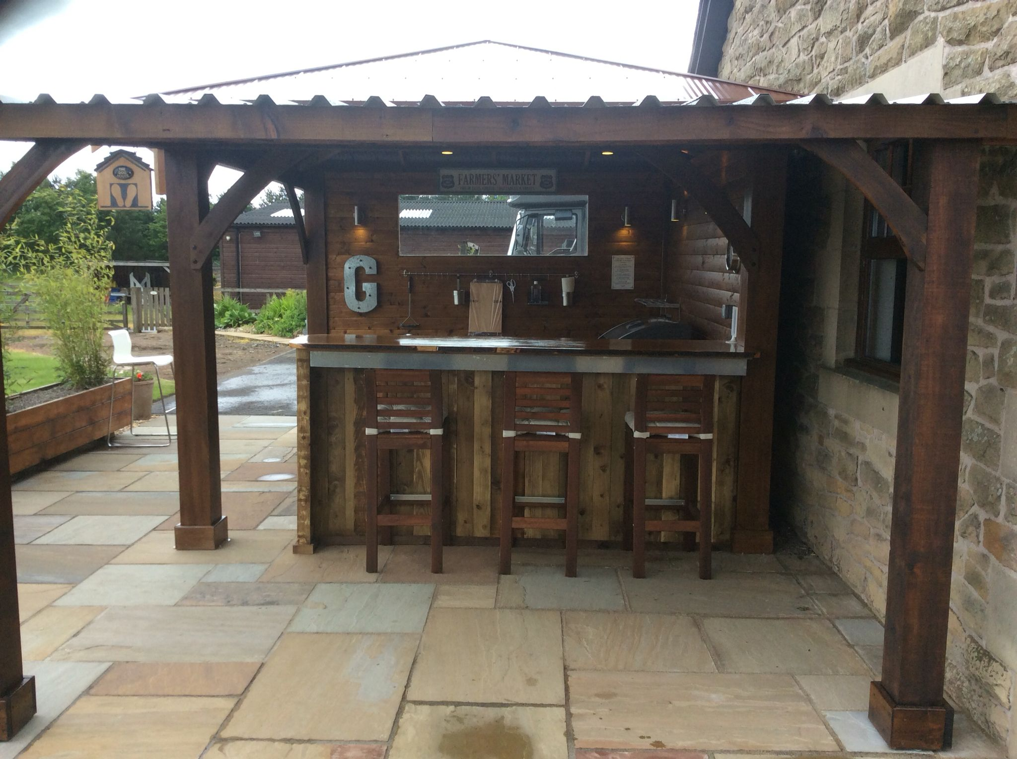 Man BBQ / Man Cave / outdoor kitchen from a dead spot at ...