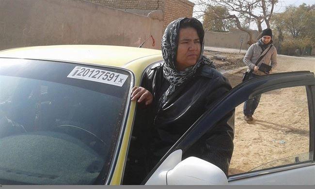 Así es Sara Bahai, la primera mujer afgana taxista http://bit.ly/1GldnyM vía @EPinternacional Con testimonio y vídeo